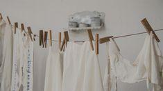 Kötü kokmayan ve çamaşırlara zarar vermeyen doğal çamaşır suyu yapımı tarifi ile evinizde kolayca doğal çamaşır suyu yapabilirsiniz.
