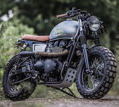 Triumph T100 Bonneville by @downandoutcaferacers shit by @motorcycle_photo_guy. Featured on @bikeshedmc! #triumphbonneville #scrambler