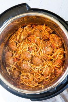 Easy Instant Pot Spaghetti and Meatballs - everyone's favorite comfort food gets a quick and easy makeover with just 3 main ingredients and less than 30 minutes! Instant Pot Pressure Cooker, Pressure Cooker Recipes, Pressure Cooking, Slow Cooker, Pressure Pot, Rice Cooker, Meatball Recipes, Beef Recipes, Cooking Recipes