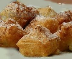 Suspiros de Monja Nun's Sighs (Suspiros de Monja) are a typical Spanish pastry that is golden and crispy on the outside and rich and creamy on the inside. A thick Spanish Desserts, Spanish Cuisine, Spanish Food, Spanish Recipes, Vol Au Vent, Profiteroles, Strudel, Easy Pie, Quick Bread