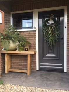 Styling at De Wemelaer part Christmas at the front door - De Wemelaer Christmas decoration front door nationwidecountry-style faucet Wild asparagus wreath 50 cm - Cozystuff. Christmas Candles, Christmas Decorations, Holiday Decor, Christmas Holidays, Xmas, Farmhouse Paint Colors, Mirror House, Christmas Interiors, Vides