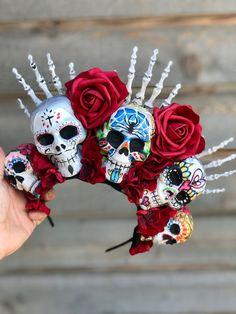 Day of The Dead Flower Crown, Dia De Los Muertos, Flower Crown, Skull Crown. Sugar Skull Crafts, Sugar Skull Halloween, Sugar Skull Art, Halloween Make Up, Halloween Crafts, Sugar Skulls, Halloween Costumes, Sugar Skull Costume Diy, Skeleton Costumes
