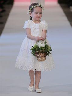 COLLECTION: Bridal 2015  DESIGNER: Oscar de la Renta #flowergirl #flowergirldress #oscardelarenta