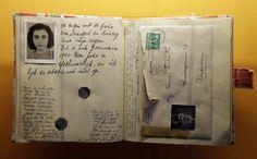 Hetven+évvel+naplójának+megjelenése+után+egy+volt+FBI-ügynök+meg+akarja+találni+Anne+Frank+és+családja+feljelentőjét+–+írja+a+Le+Nouvel+Observateur.  Anne+a+családjával+és+közeli+barátokkal+egy+amsterdami+raktár+forgó+könyves+állványa+mögé+rejtett+helyiségében+várta+a…