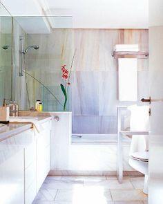 Trucos que hacen el baño más luminoso