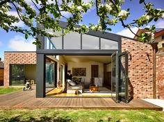 Porter Architects has renovated a house in Lake Wendouree, Ballarat, Victoria. Completed in the Lake Wendouree House measures