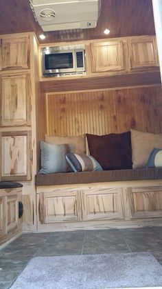 counter top in a gn horse trailer with 4 ft short wall
