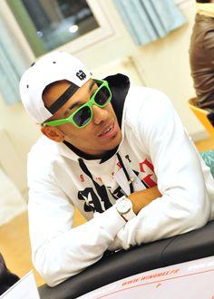 Les lunettes aux couleurs de l'ASSE lui siéent parfaitement ! #Winamax #poker