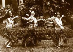 Hula dancers, love this Hawaiian Homes, Hawaiian Art, Vintage Hawaiian, Hula Music, Tango, Wellness Massage, Polynesian Dance, Hawaii Hula, Hawaiian Dancers