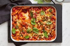 One-pan chorizo, tomato and basil pasta Easy Chicken Pasta Bake, One Pan Pasta, How To Cook Pasta, Easy Dinner Recipes, Pasta Recipes, Real Food Recipes, Healthy Recipes, Dinner Ideas, Dinner Menu