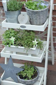 House No. 43: Draußen Kräutergarten oder drinnen Dekotreppe ? ähnliche tolle Projekte und Ideen wie im Bild vorgestellt findest du auch in unserem Magazi