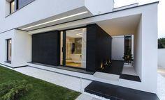 Aussenanlagen Moderne Häuser, Aussen, Moderner Eingangsbereich,  Hausfenster, Fenster Design, Haus Design