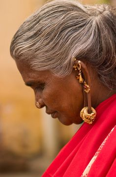 India | Hindu Woman With Several Earrings And Rings Hung At Her Ears.  Madurai | © Eric Lafforgue