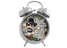 Orologio sveglia da tavolo della linea Chuck N. finiture cromate argento e sfondo mimetico sveglia con suono meccanico formato grande si può anche appendere a muro