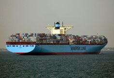 m/s Edith Maersk : the largest ship ever to enter the Thames is due to call at DP World London Gateway at the weekend, with estimated time of arrival in the early hours of Sunday morning - 19 october 2014 Saltwater Boats, Maersk Line, Hatch Cover, Bridge Structure, Marine Engineering, Sea And Ocean, Water Crafts, Fresh Water, Transportation