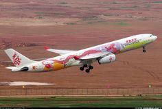 Dragonair Airbus B-HWG departing Kunming-Changshui, July (Photo: Andrei Makul) Dragonair, All Airlines, Airline Logo, Airplane Design, Aircraft Painting, Kunming, Air Space, Commercial Aircraft, Aircraft Pictures