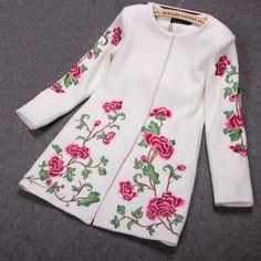 Вышитая шерстяная пальто в белом - Lily & Co.