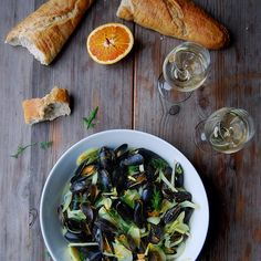 Blood Orange Mussels with Fennel, Ginger and Turmeric Roots // Eat In My Kitchen. Find this #recipe and more on our Feast Of The Seven Fishes Feed at https://feedfeed.info/feast-of-the-seven-fishes?img=260948 #feedfeed
