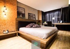 Dormitório masculino. Composição com tijolos, madeira e concreto deixam o ambiente estiloso muito confortável. #NBWarq #DormitorioMasculino #bedroom #SonharAcreditarRealizar