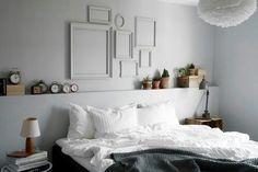 Cool med ramar. Cool kant bakom sängen