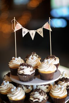 idea of mini garland (cut from cups?) attached to straws on top of tiered display Wedding Desserts, Wedding Cupcakes, Mini Desserts, Mini Cupcakes, Cupcake Cakes, Wedding Cake, Dream Wedding, Rustic Wedding Reception, Reception Ideas