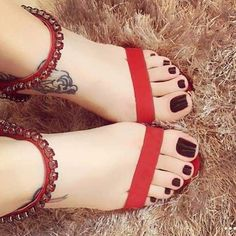 Feet Soles, Women's Feet, Foot Pics, Beautiful Toes, Sexy Legs And Heels, Sexy Sandals, Cute Toes, Sexy Toes, Female Feet