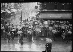 Labor Day parade on the rain-soaked streets of New York City, 1909 by unknown photographer New York Street, New York City, Frozen In Time, Vintage New York, Photo Wallpaper, Historical Photos, Old Photos, Vintage Photos, Background Images