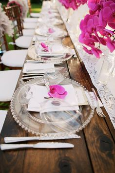 Clear plates with pink orchid accent - wedding decor - wedding table design - Four Seasons Maui - Anna Kim Photography