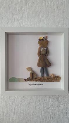 No: 59 Kabuk Toplayanlar by Nebiye Karataş Marmara. 25cmx25cm. Çakıltaşı Resim Sanatı. Pebble Art