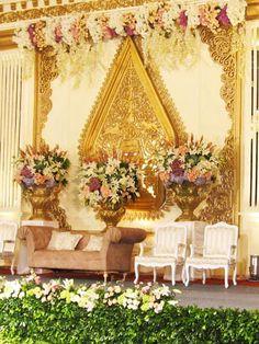 backdrp Wedding Reception Backdrop, Wedding Stage Decorations, Engagement Decorations, Wedding Venues, Javanese Wedding, Indonesian Wedding, Wedding Beauty, Dream Wedding, Wedding Prep