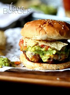 A simple hamburger that you can top with all your favorite Taco Toppers! A simple hamburger that you can top with all your favorite Taco Toppers! Taco Burger, Burger Dogs, Burger And Fries, Good Burger, Grilling Recipes, Beef Recipes, Cooking Recipes, Hamburger Recipes, Grilling Ideas