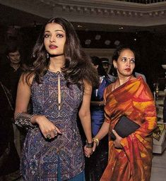 Aishwarya Rai Bachchan is the most successful Miss World till now. We bring to some flashback pictures of Aishwarya with her parents-Krishnaraj and Vrinda. Aishwarya Rai Young, Aishwarya Rai Photo, Actress Aishwarya Rai, Aishwarya Rai Bachchan, Bollywood Actress, Mangalore, Beautiful Indian Actress, Beautiful Actresses, Miss Mundo