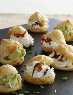 Profiteroles+salados- perfect for brunch Appetizer Sandwiches, Appetizer Recipes, Catering Food, Mini Foods, Snacks, Appetisers, Quiches, Finger Foods, Food Porn