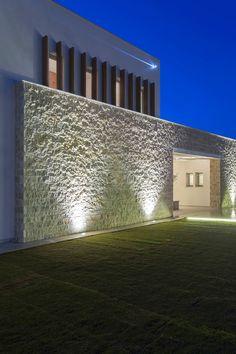 Kalamaki Villa on the Coast of Greece / MGXM Architects