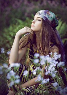 - Joanna Kustra's 'Bohema' photo set is a treat for the aesthete. Kustra captures a sizzling model in a lush outdoor setting wearing hippie-chic bohe. Boho Gypsy, Hippie Bohemian, Gypsy Style, Bohemian Style, Boho Chic, Urban Hippie, Bohemian Hair, 70's Style, Vintage Hippie