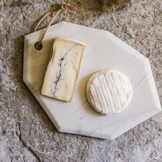 Marble Cheese Board - View All - Christmas Home - Christmas Marble Cheese Board, Cheese Boards, Marble Wood, White Marble, Kitchen Board, Diy Cutting Board, Stone Countertops, Serving Board, Woodworking Projects Plans