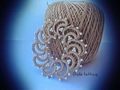 Style Tatting: Round And Round - Diy Crafts - hadido Shuttle Tatting Patterns, Needle Tatting Patterns, Free Crochet Doily Patterns, Crochet Designs, Tatting Necklace, Tatting Jewelry, Lace Jewelry, Tatting Lace, Crochet Phone Cover