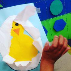 Para trabajar el rasgado, con el tema de animales de la granja. Farm Crafts, Church Crafts, Crafts For Kids, Brush Embroidery Cake, Chicken Crafts, Farm Activities, Craft Day, Toddler Fun, Science For Kids