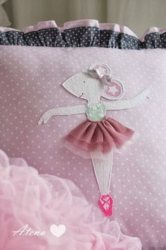 Drewniana Szpulka: baletnica