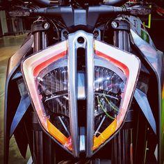 "32 curtidas, 1 comentários - Rafz (Raffaele Iannello) (@rafz) no Instagram: ""Insect face or light shield? #KTM #SuperDuke #SuperDukeR #1290 #naked #street #sporttourer…"" Jukebox, 1, Instagram"