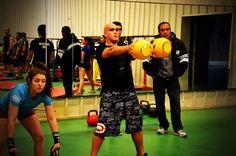 Complementa tus entrenamientos de artes marciales con pesas rusas. Consúltanos por planes de entrenamiento.  Email: pesasrusachile@gmail.com