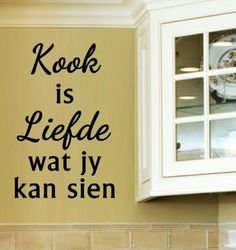 Kook is liefde wat jy kan sien. Vinyl Quotes, Sign Quotes, Words Quotes, Wisdom Quotes, Vinyl Decals, Wall Decals, Buy Vinyl, Kitchen Wall Quotes, Kitchen Room Design
