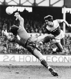 Everton footballer Kevin Sheedy scores against Chelsea at Goodison Park in March Classic Football Shirts, Retro Football, Vintage Football, Bristol Rovers, English Football League, Live Matches, Everton Fc, Thing 1, Football Program
