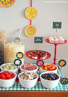 Kids Pizza Party, Pizza Party Birthday, Birthday Party Decorations, Birthday Ideas, Party Food Buffet, Party Food And Drinks, Party Treats, Party Snacks, Italian Party