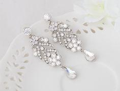LILLY - Piekne delikatne i eleganckie kolczyki ślubne lub wieczorowe wysadzane cyrkoniami.  Biżuteria ślubna od BSHBridal. Belly Button Rings, Jewelry, Fashion, Moda, Jewlery, Jewerly, Fashion Styles, Schmuck, Jewels