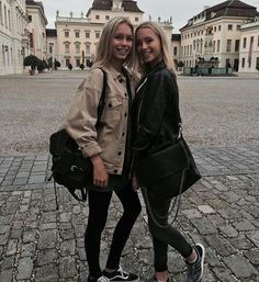 Lisa and/und/en lena Brynn Rumfallo, Lisa Or Lena, Lily Chee, Youtuber, Gal Pal, Best Friend Pictures, Friend Goals, Best Friends Forever, How To Make Shorts