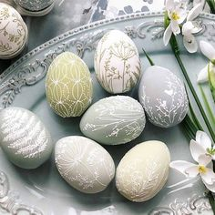 Modern Home Decor Easter eggs are nothing but a canvas to your imagination! Do you know how you will decorate them this year? Let us inspire you: lots of pics of homemade painted eggs and DIY decorating & coloring ideas are here. Easter Egg Crafts, Easter Decor, Painted Eggs Easter, Easter Table, Easter Paintings, Easter Egg Designs, Coloring Easter Eggs, Egg Coloring, Easter Activities