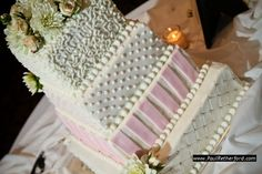 Northern Michigan Wedding cake design by Kingsley Cakes photo by Paul Retherford Wedding Photography