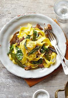 This simple spinach and mushroom pasta with crispy sage leaves is the perfect vegetarian main course.