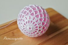 Prinsessajuttu: Virkatut valopallot, OHJE Crochet Home, Diy Crochet, Christmas Baubles, Christmas Decorations, Snowflakes, Elsa, Crochet Earrings, Knitting, Flowers